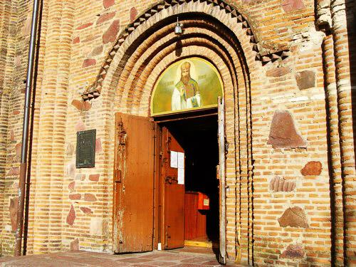Вход в церковь Святого Василия Великого