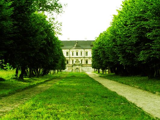 Главная аллея Подгорецкого замка