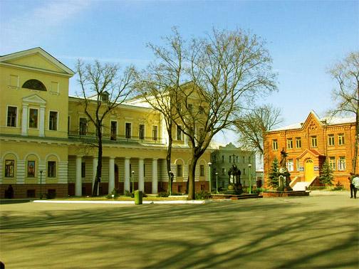 Территория Покровского монастыря