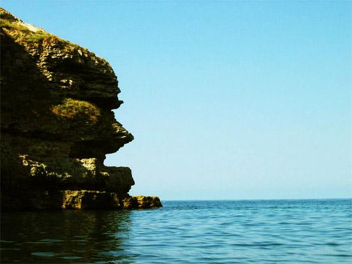 Причудливые очертания скал Тарханкута. Это похоже на лицо в профиль