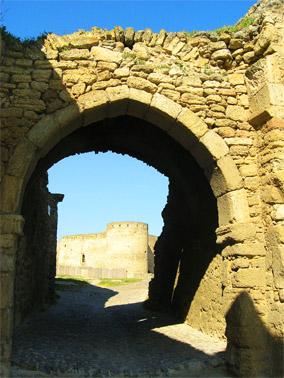 Ворота, разделяющие гражданский двор и цитадель