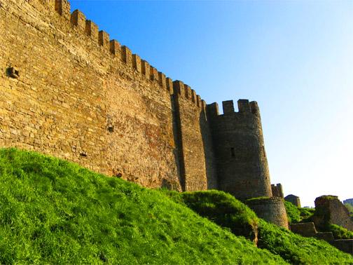 По периметру длина стен крепости 2,5 км