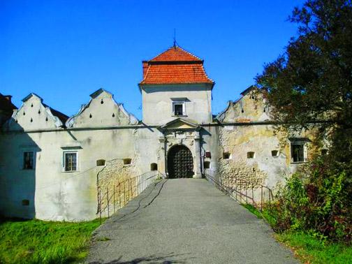 Замок Свирж. Мост к главным воротам замка
