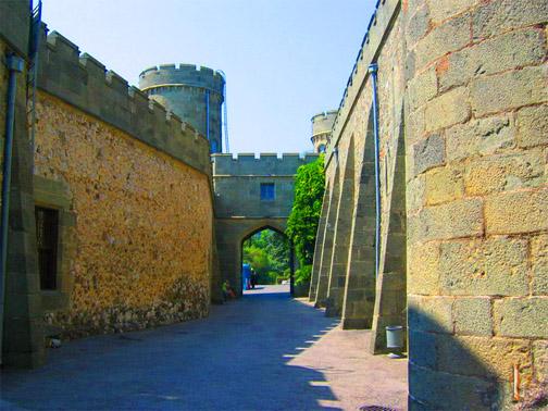 Воронцовский дворец. Вдоль защитных стен