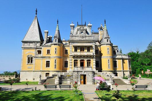 Массандровский дворец. Вид с обратной стороны