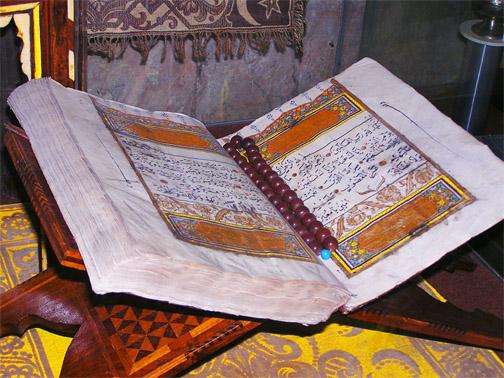 Коран в малой ханской мечети