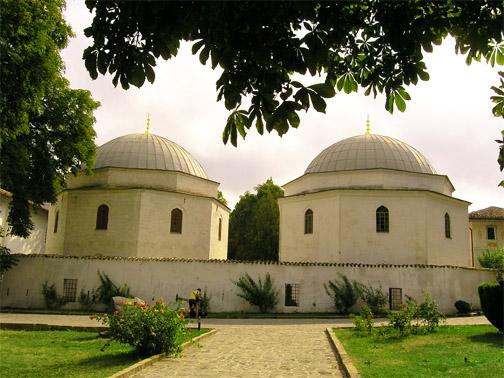 Северное и южное дюрбе (мавзолеи)