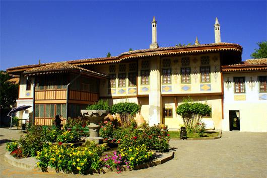 Ханский Дворец. Двор