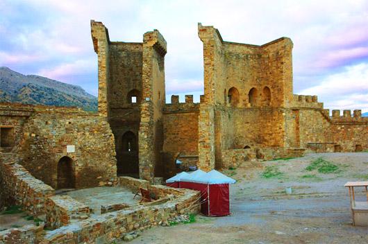 Генуэзская (Судакская) крепость. Ворота