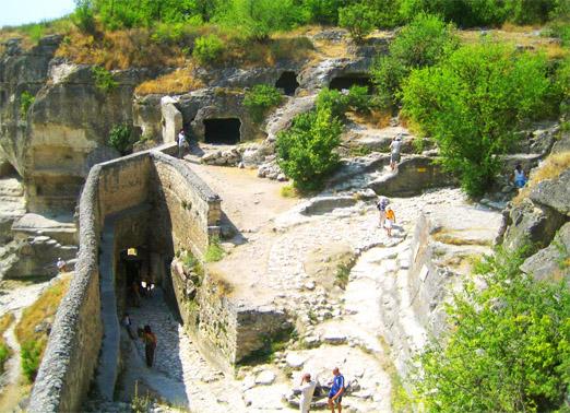 Пещерный город Чуфут-Кале. Внутри города