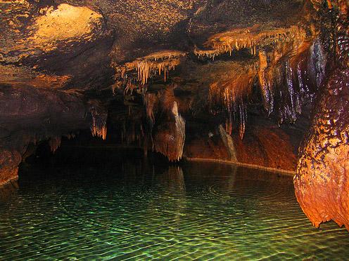 Подземные озера и украшения на стенах