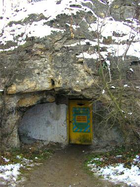 Вход в пещеру Млынки