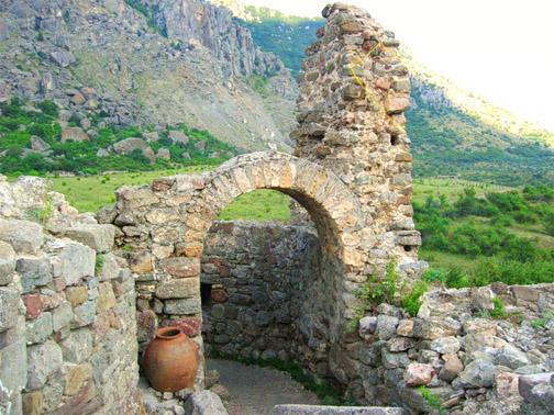 урочище Демерджи, в  средневековой крепости Фуна