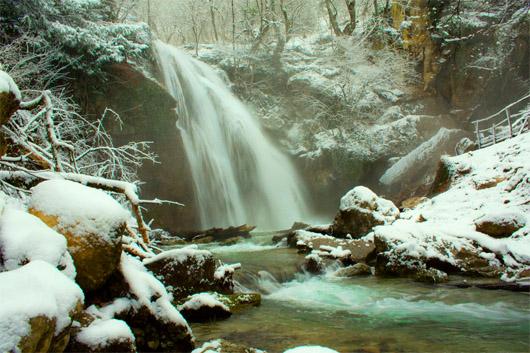 урочище Демерджи. Водопад Джур-Джур зимой