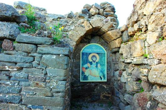 урочище Демерджи, в  средневековой крепости Фуна. церковь Св. Феодора Стратилата