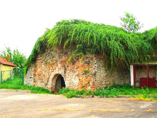 Дубенский замок, вход в подземелье