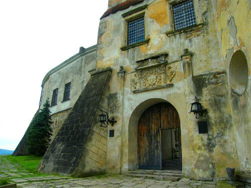 Олеский замок, внутренний двор
