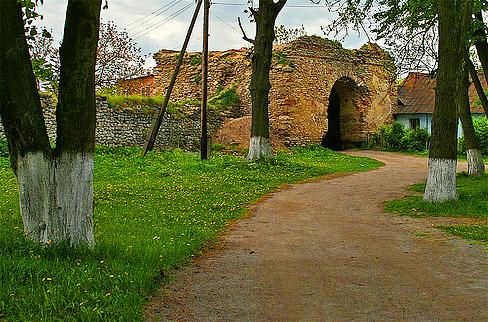 Замок князей Острожских. Въезд в город