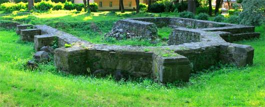 Фундамент старой церкви на територии Ужгородского замка