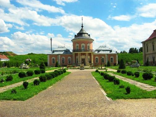 Территория Золочевского замка