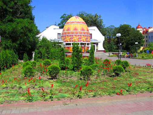 Сквер возле музея Писанка