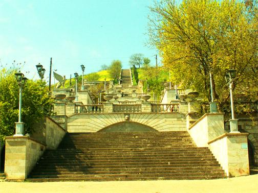 Гора Митридат. Лестница, украшенная скульптурами грифонов