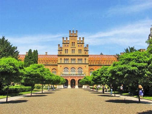 Черновицкий Национальный Университет. Главная аллея