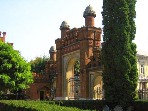 Черновицкий Национальный Университет. Главные ворота, вид изнутри