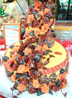 Национальная Сорочинская ярмарка в Великих Сорочинцах. Огромный 65-килограмовый мясной торт