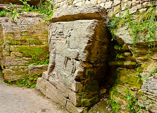 Скальный храм в селе Буша