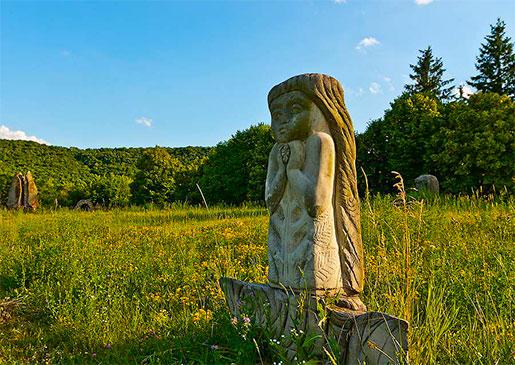 Парк каменных фигур в селе Буша