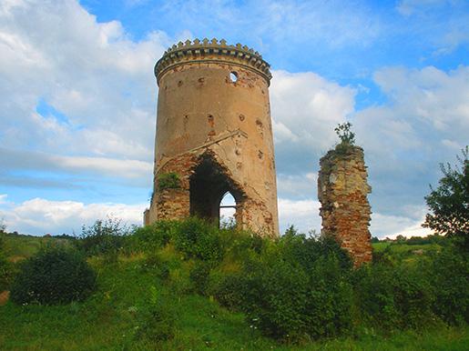 Обветшавшие стены Червоноградского замка