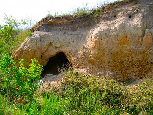 Пещера в кратере