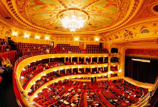 Сцена оперного теата