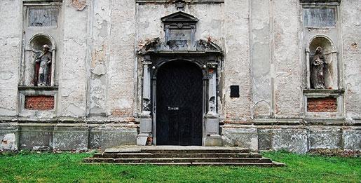 Входная дверь Троицкого костела