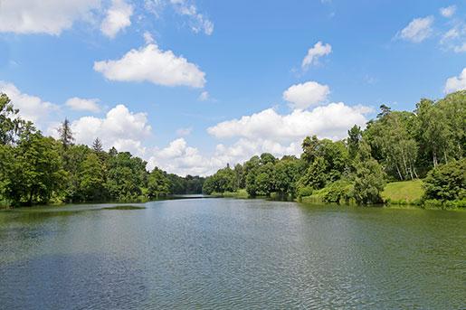 Озеро в парке Тростянец