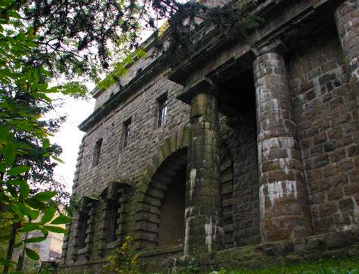 Задние ворота дворца графа Ксидо