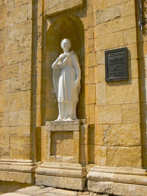 Скульптура святой