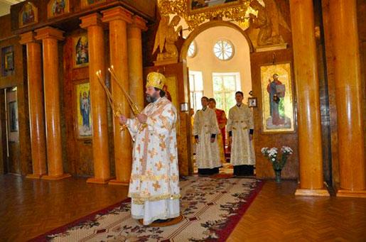 Екатеринский собор, служба