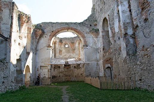 Двор замка Острожских