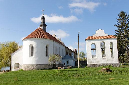 Церковь при замке Острожских
