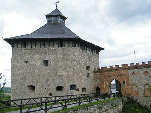 Меджибожский замок, Вход